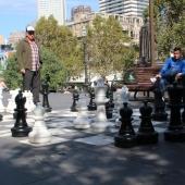 Schach vor der Bibliothek