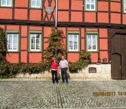 Vor dem Schachmuseum in Ströbeck